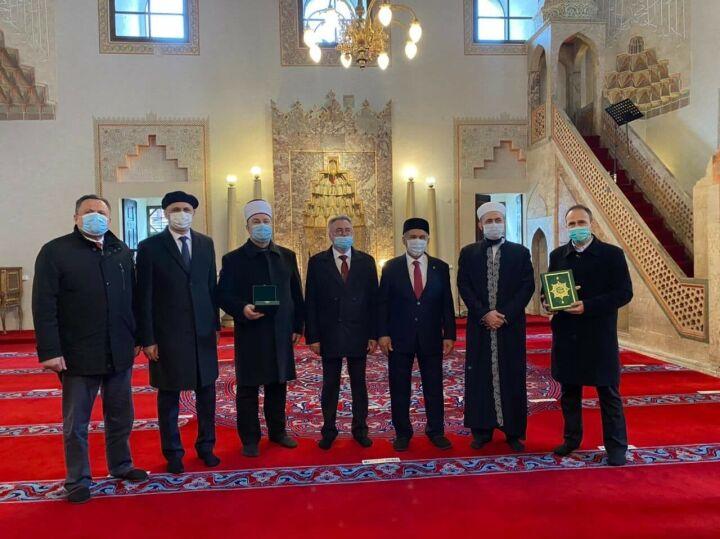 Минниханов посетил мечеть Гази Хусрев-бега в Сараево