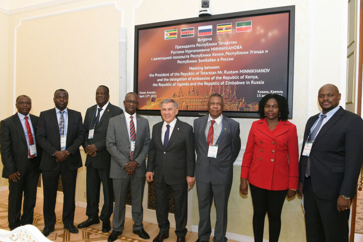 Минниханов пригласил дипломатов Кении, Уганды и Зимбабве посетить KazanSummit