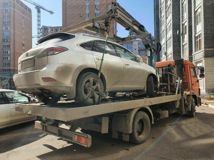 В Казани приставы с трудом забрали у должника Lexus, который он не хотел отдавать