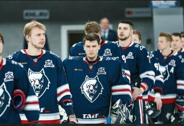 Хоккейный «Нефтехимик» продлил контракты с четырьмя игроками