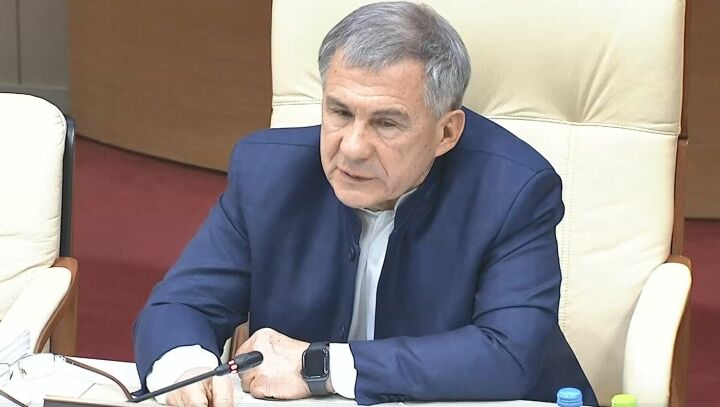 Рустам Минниханов вакцинировался от Covid-19 и призвал сохранять осторожность