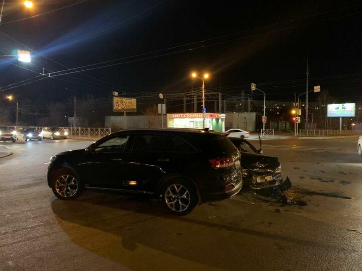 Четверо пострадали в ДТП с внедорожником и легковушкой из Удмуртии в Казани