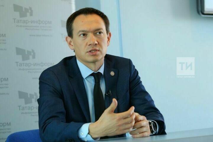 Нагуманов призвал жителей Альметьевска сообщать о разбитых дорогах и велодорожках