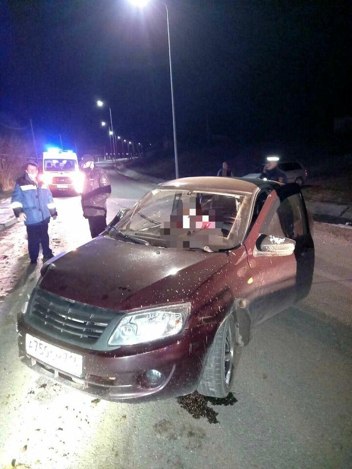 В Татарстане водитель легковушки погиб, въехав на скорости в столб