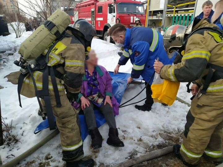 Пожилая жительница Зеленодольска получила ожоги, пытаясь потушить пожар в сарае