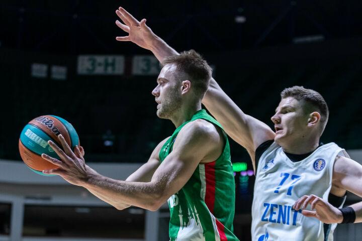 Питерский «Зенит» помог УНИКСу вернуться на второе место