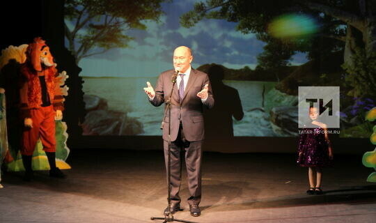 Марат Ахметов предложил «Салават купере» выпускать яркие татарские наклейки