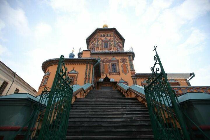 В алтаре собора Петра и Павла в Казани при реставрации выявлены росписи XIX века