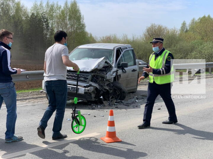 В больнице умерла пассажирка легковушки, влетевшей во внедорожник в РТ