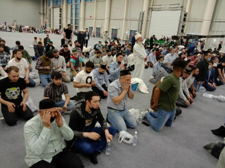 В Казани IX Республиканский ифтар начался с минуты молчания