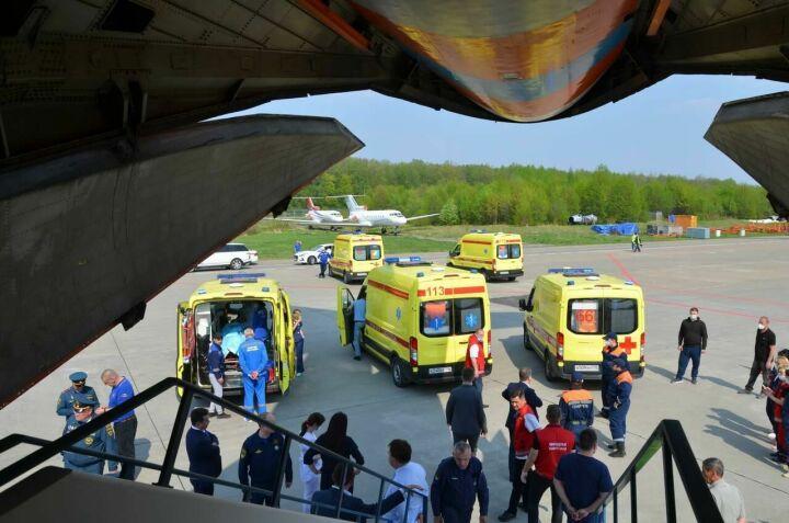 Самолет с пострадавшими в казанской школе сел в Москве
