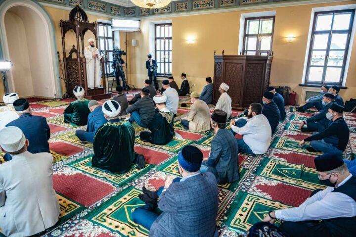 Рустам Минниханов: «Миллионы мусульман во всем мире воздают хвалу Всевышнему»