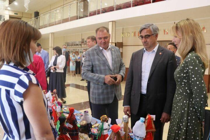 Шайхразиев обсудил развитие родных языков с марийцами и кряшенами Менделеевского района