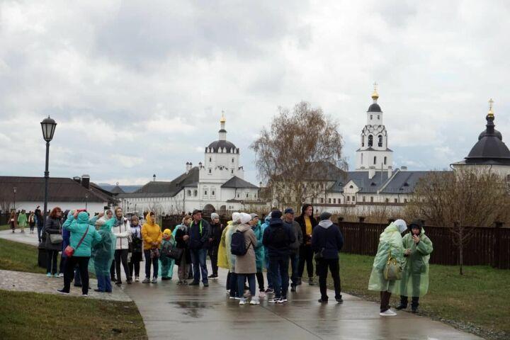 Свияжск принял первый круизный теплоход и более 4 тыс. туристов из России и Татарстана