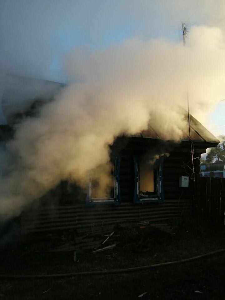 Из-за непотушенной сигареты в Татарстане загорелся дом, на пожаре погиб мужчина