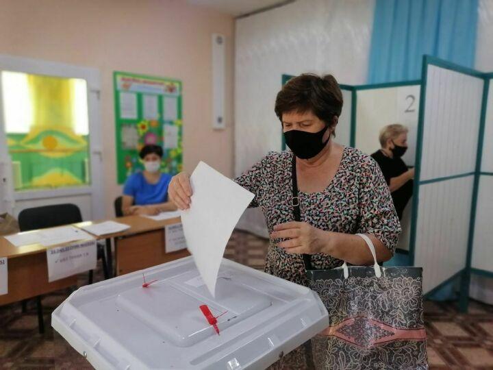 Проголосовавшие на праймериз менделеевцы прививаются от Covid-19 на счетных участках