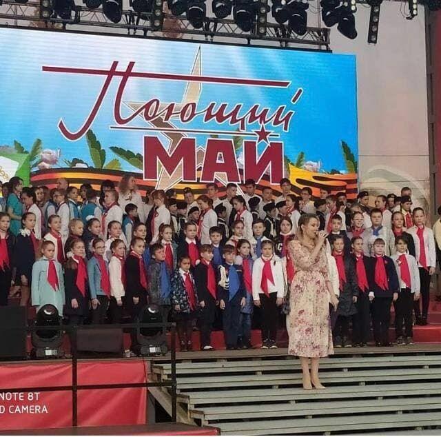 Семьсот детей и мэр Зеленодольска Михаил Афанасьев спели песню «День Победы»