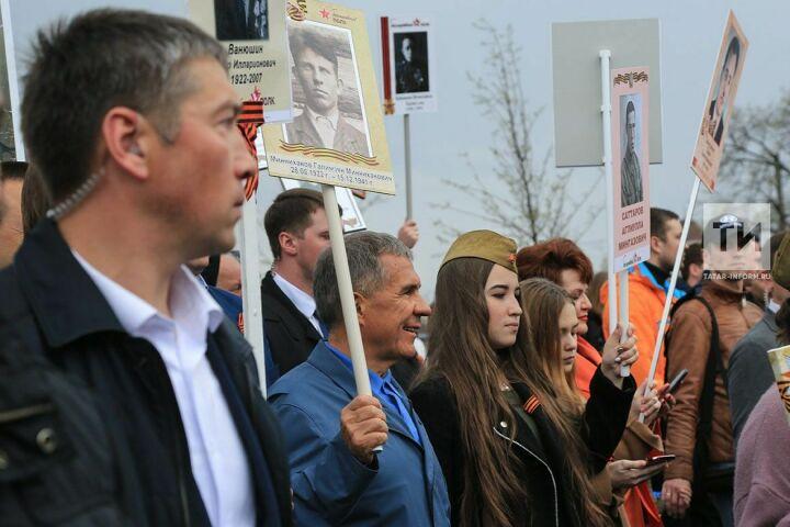 «Они глядят на нас, точно живые»: в Татарстане проходит шествие «Бессмертного полка»