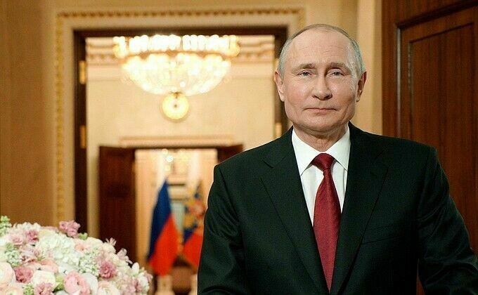 Президент России поздравил Рустама Минниханова с Днем России
