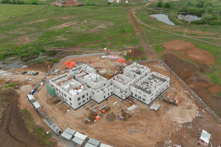 К строящейся по нацпроекту школе в Куюках подведут дорогу и оборудуют парковку