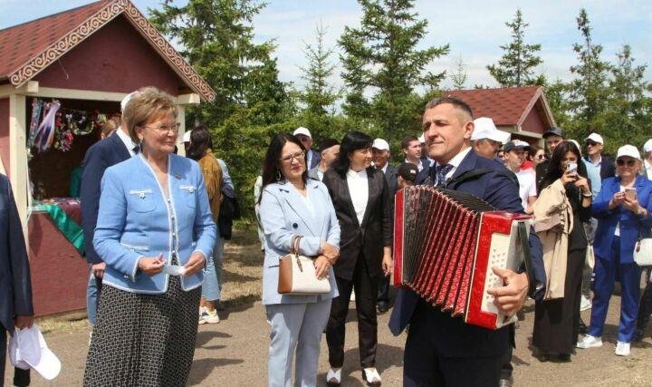 Абсолютный батыр Лаишевского района РТ уехал с Сабантуя на новом автомобиле