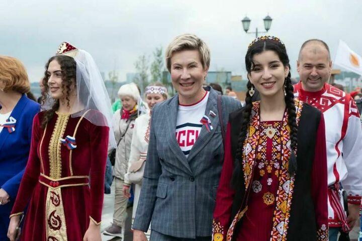 Ольга Павлова присоединилась к параду дружбы народов в Казани