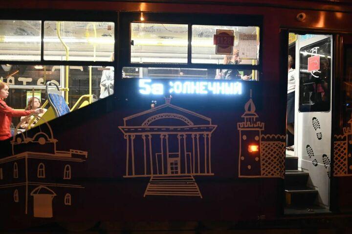 Спектакль-променад «Ночной трамвай»: вагоновожатая-соактер и растроганные до слез зрители