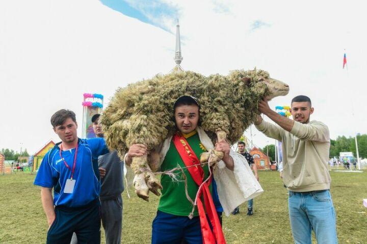 В Нижнекамске абсолютный батыр стал обладателем 100 тыс. рублей и барана