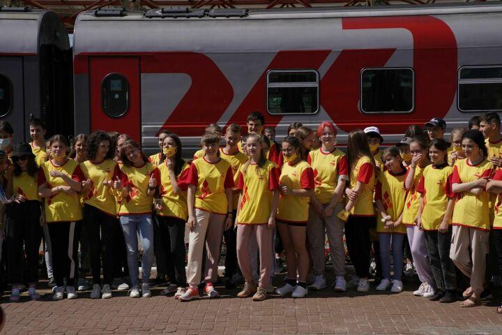 Более 230 детей из казанской гимназии №175 отправились отдыхать в санаторий в Анапе