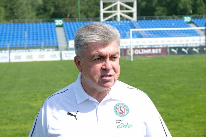 Мэр Набережных Челнов Наиль Магдеев поздравил футбольный клуб «КАМАЗ» с выходом в ФНЛ
