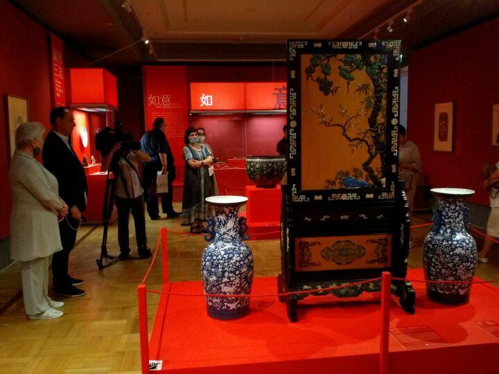 Жезлы власти и экраны от злых духов: в Казанском Кремле выставили экспонаты династии Цин