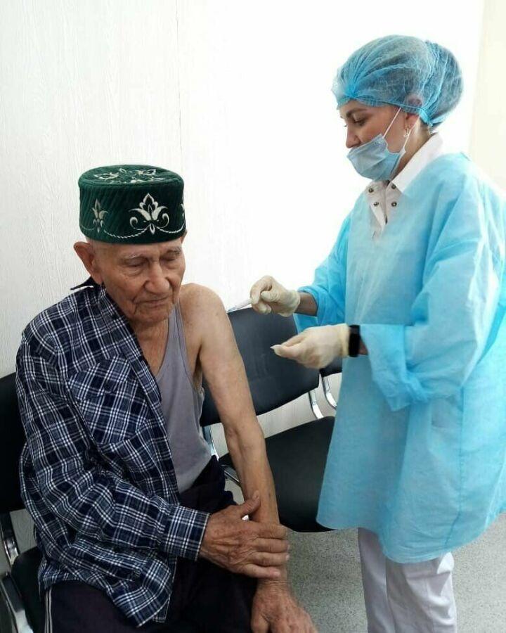 94-летний ветеран войны из Менделеевского района РТ вакцинировался от Covid-19