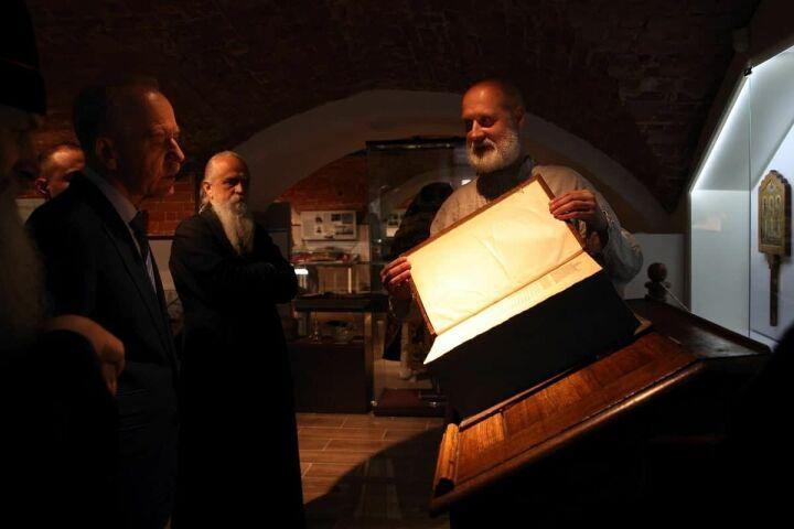 Крипта епископа и рожок для младенцев: что показали Терентьеву в музее старообрядцев