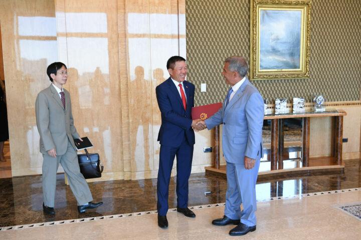 Минниханов обсудил вопросы сотрудничества с Генконсулом Вьетнама в Екатеринбурге