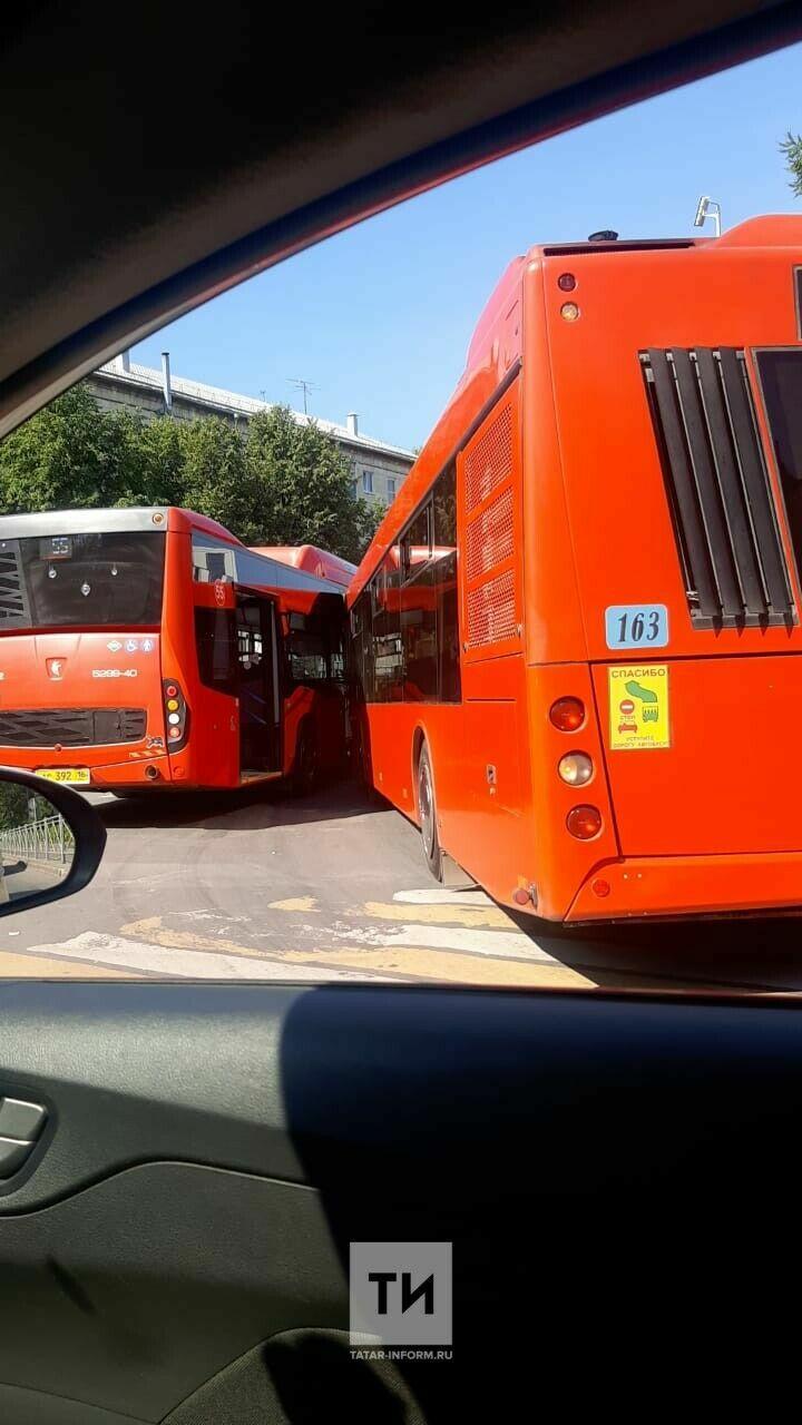 В Казани из-за ДТП с двумя автобусами на улице Космонавтов образовалась пробка
