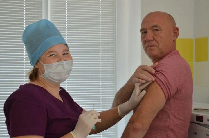 Главврач Детской больницы Нижнекамска вакцинировался от Covid-19