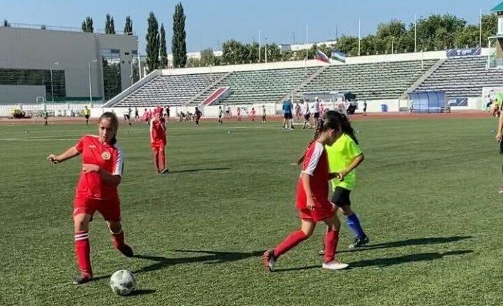 Футболистки «Строителя» из Набережных Челнов вышли в полуфинал турнира «Кожаный мяч»