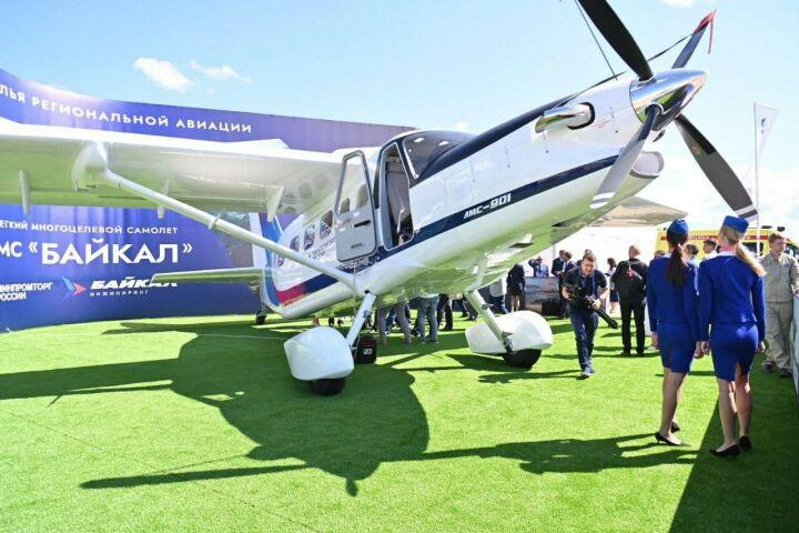 Минниханов на авиасалоне МАКС-2021 ознакомился с легким самолетом ЛМС-901 «Байкал»