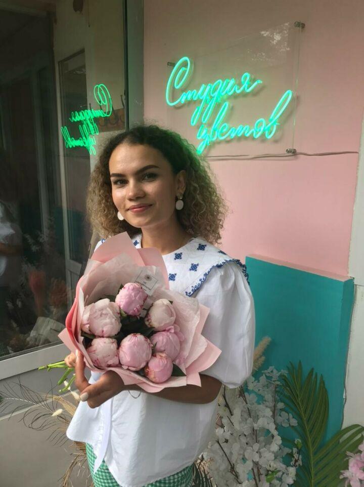 Найти силы и сделать шаг: 23-летняя самозанятая из Казани организовала цветочный бизнес