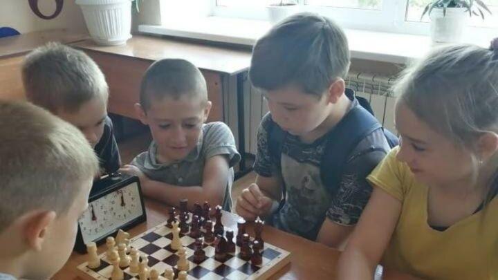 В шести школах Альметьевского района по нацпроекту «Образование» открылись шахматные зоны