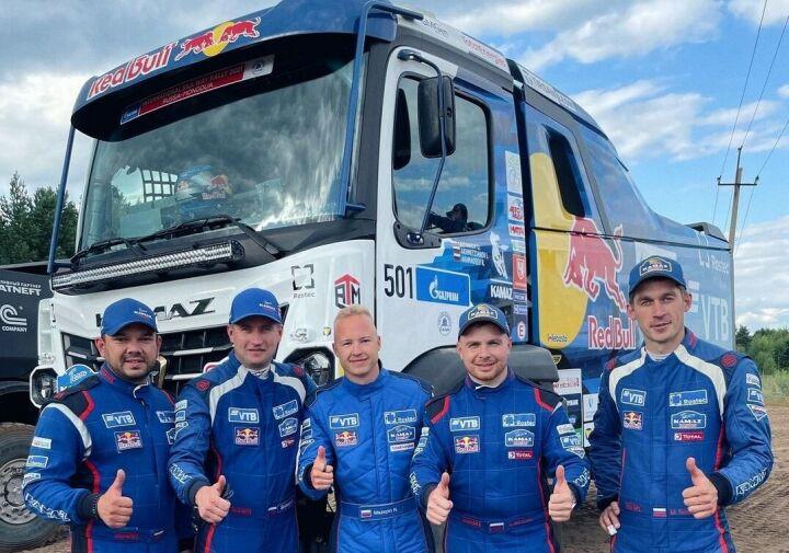 Пилот «Формулы-1» Никита Мазепин покатался в Набережных Челнах на гоночном «КАМАЗе»