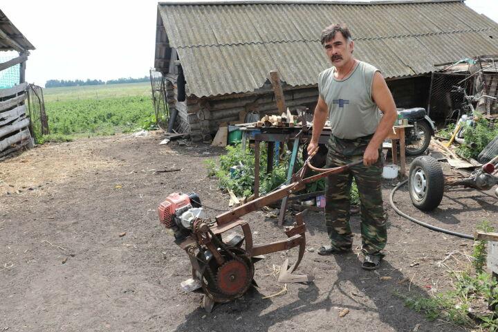 Кулибин из Алькеевского района РТ создает сельхозтехнику своими руками