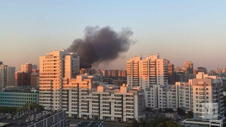 В Ново-Савиновском районе Казани сгорела крыша торгового павильона