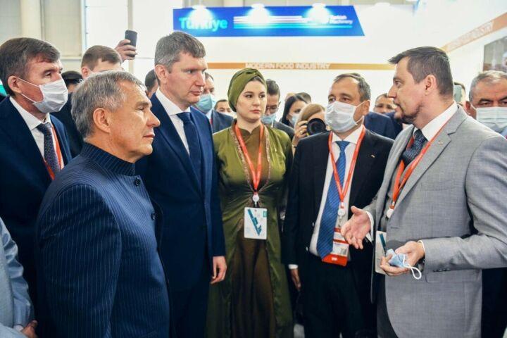 Ак Барс Банк на KazanSummit презентовал Президенту РТ новый исламский ипотечный продукт
