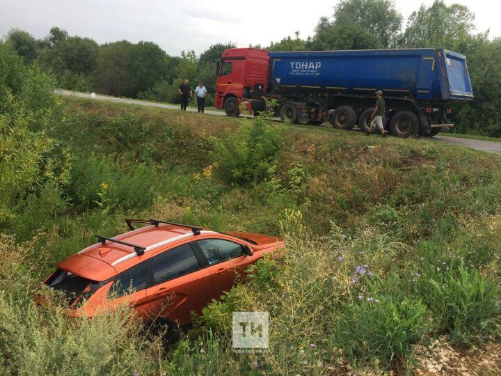 Водитель легковушки сломал позвоночник в столкновении с «КАМАЗом»