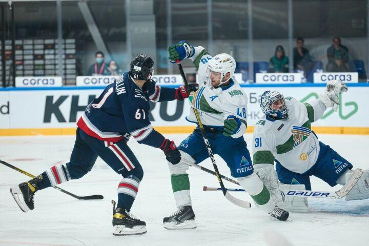 Хоккейный «Нефтехимик» провел первый контрольный матч в межсезонье