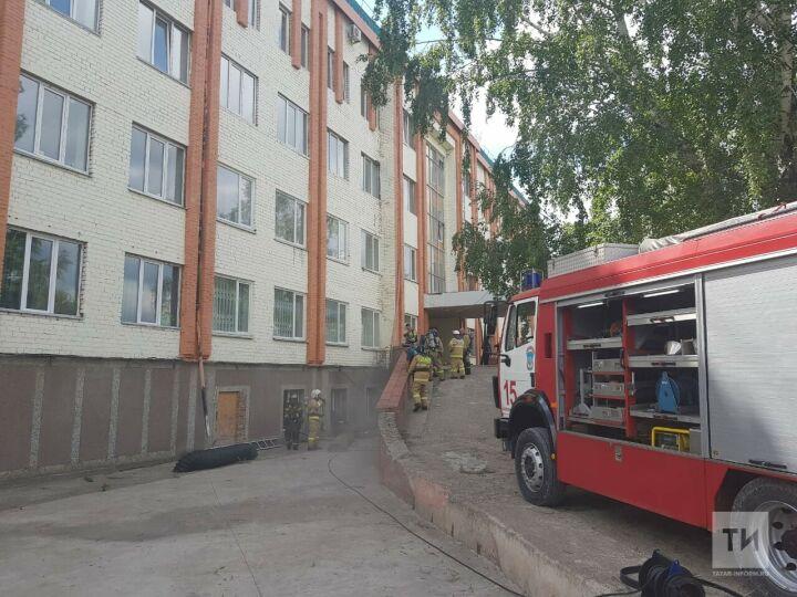 Юных спортсменов и постояльцев отеля в Альметьевске эвакуировали из-за пожара в сауне