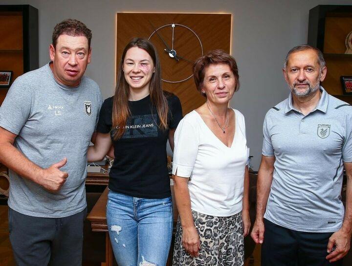 Олимпийская чемпионка Марта Мартьянова побывала на базе футбольного клуба «Рубин»