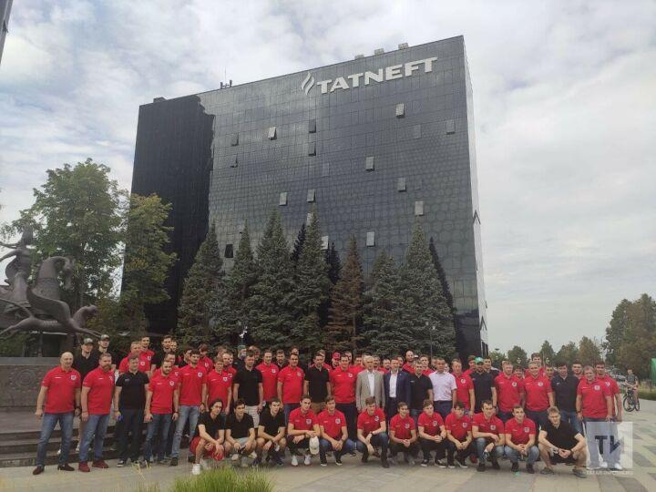 «Ак Барс» в Альметьевске: фото у офиса «Татнефти», экскурсия по объектам и Зарипов-лидер