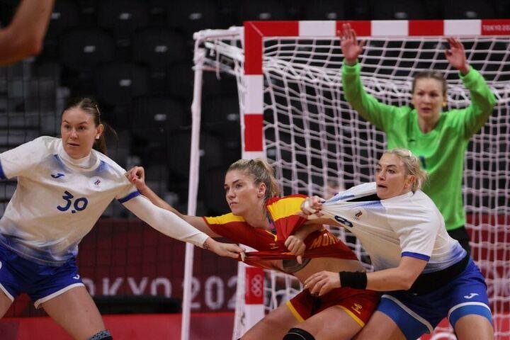 Женская сборная России по гандболу обыграла Черногорию и вышла в полуфинал Олимпиады